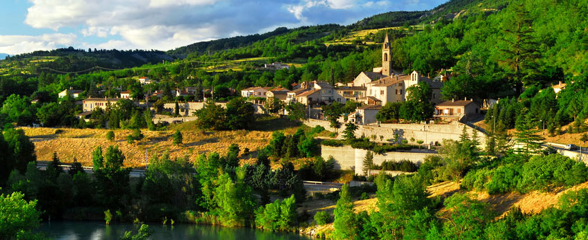 Town of Sisteron in Provence, France © Fotolia - Elenathewise